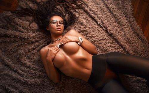 glasses-red-bikini-black-stockings-sexy-big-boobs-model-2560x1600.jpg