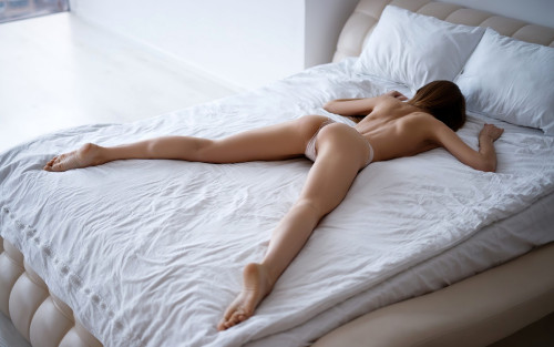 hot-ass-lingerie-model-sleeping-sexy-back-model-2560x1600.jpg