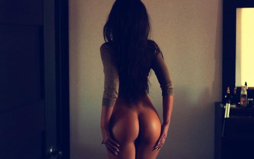 long-hair-brunette-sexy-perfect-round-ass-model-wallpaper-2559x1600.jpg