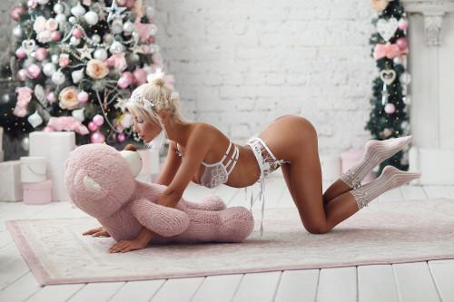 new-year-blonde-model-sexy-ass-white-lingerie-model-1920x1280.jpg