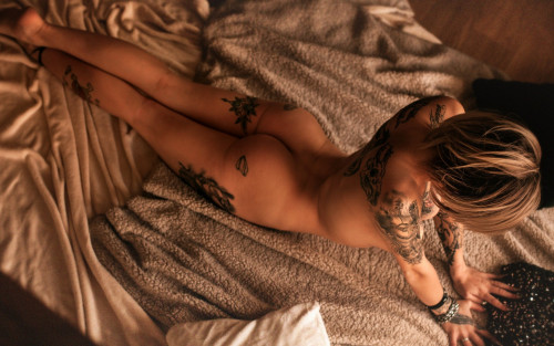 tattoo-ass-babe-naked-hot-body-erotic-1920x1200.jpg
