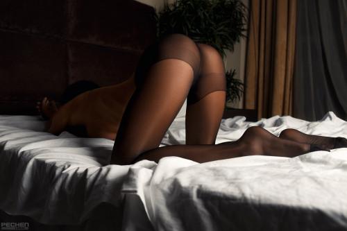 black-stockings-babe-ass-doggy-pose-wallpaper-1920x1280.jpg